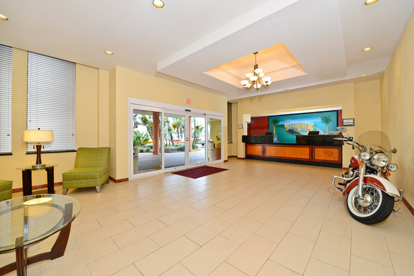 Lexington Inn & Suites - Daytona Beach