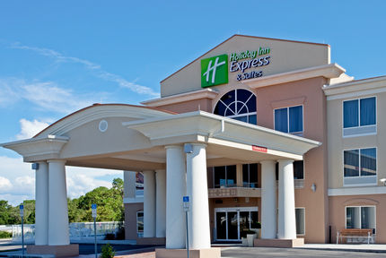 Holiday Inn Express Suites - Brooksville